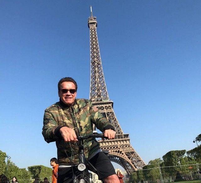 Арнольд Шварценеггер «испортил» групповое фото тайских туристов (3 фото)