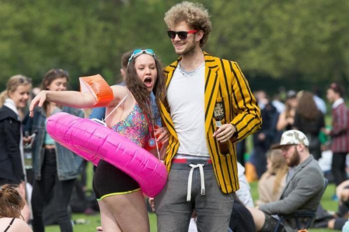 Студенты Кембриджского университета на традиционной вечеринке (32 фото)