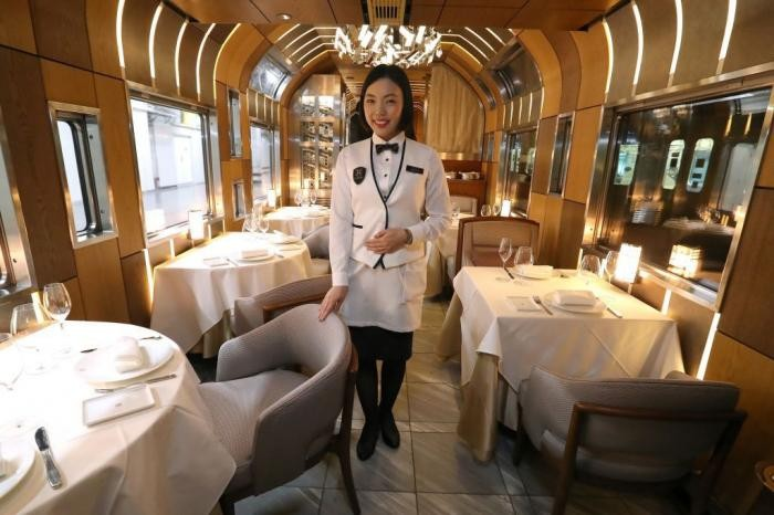 В Японии создали новый роскошный скоростной поезд (8 фото)