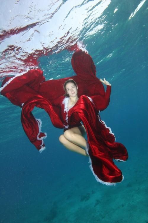 Подводная мода и нагота на Epson Red Sea (25 фото)