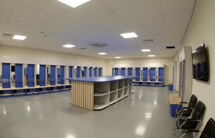 Раздевалки стадиона «Ювентус» и «Крестовский» (2 фото)