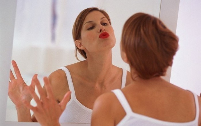 Что можно узнать, внимательно рассмотрев себя в зеркале (16 фото)