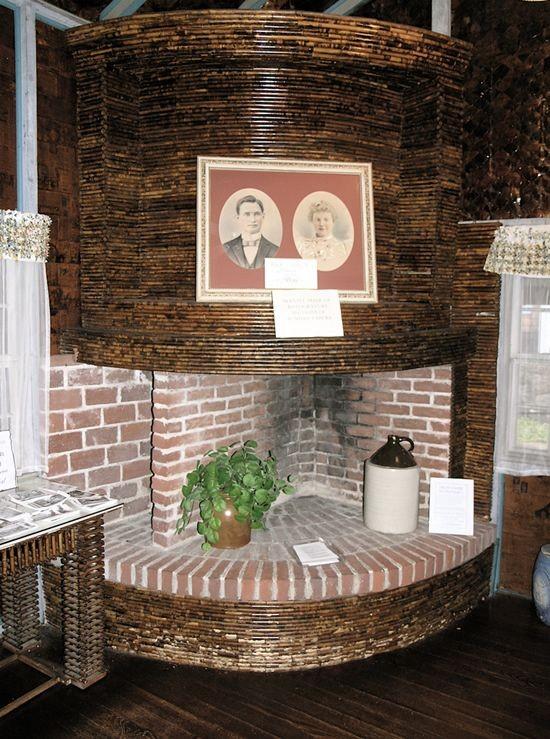 Дом из старых газет (10 фото)