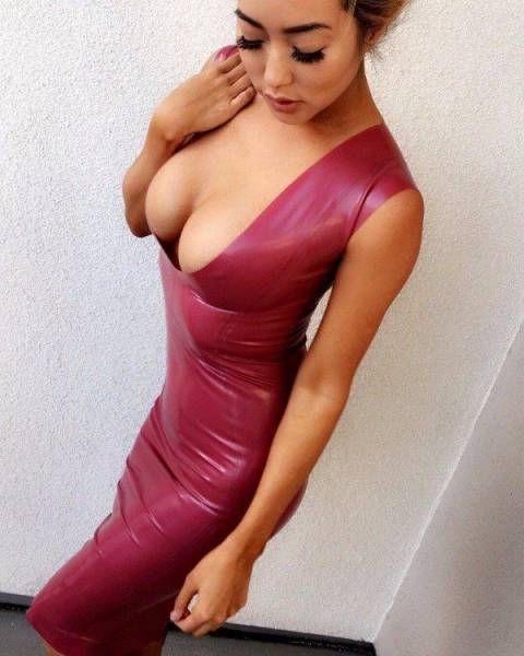 Девушки в обтягивающих платьях (46 фото)