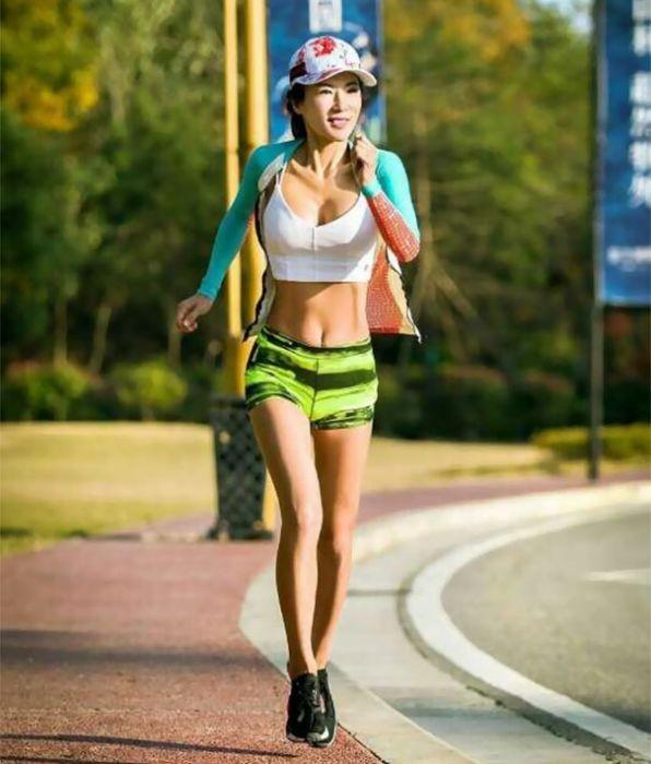 49-летняя китаянка Лю Елин поразила всех своей молодостью и красотой (12 фото)
