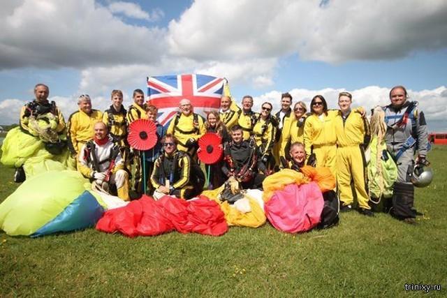 4 поколения британской семьи во главе со 101-летним ветераном прыгнули с парашютом (2 фото)