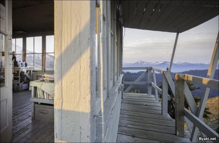 Старинная смотровая площадка для наблюдения за лесными пожарами (7 фото)