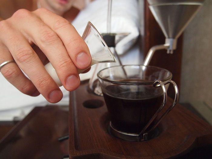 Будильник, который вытянет вас из кровати чашкой кофе (12 фото)