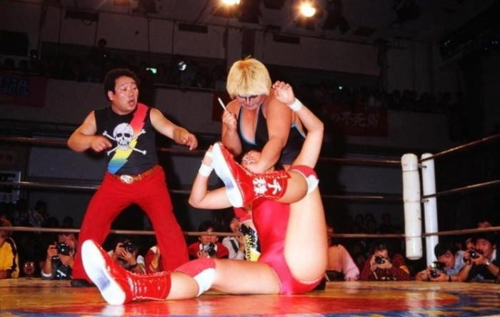 Женский рестлинг в Японии (5 фото)