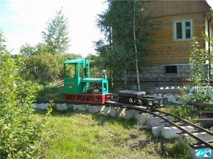 Железная дорога на даче (13 фото)