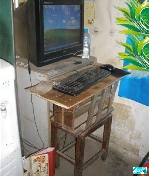 Самое ужасное интернет-кафе в мире (6 фото)
