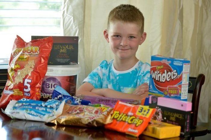 Добродушный мальчик из Великобритании (4 фото)