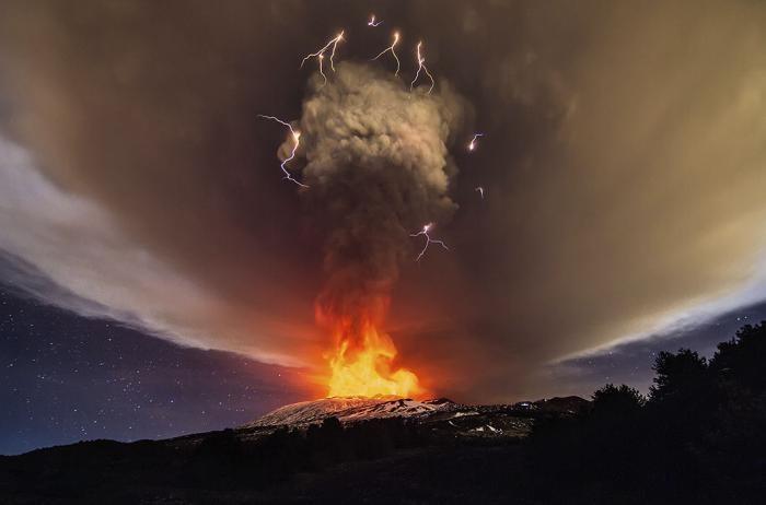 Извержения вулканов, пойманные в объектив фотокамеры (20 фото)