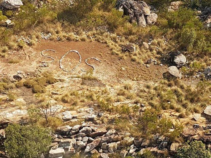 В Западной Австралии ищут автора надписи «SOS» (2 фото)