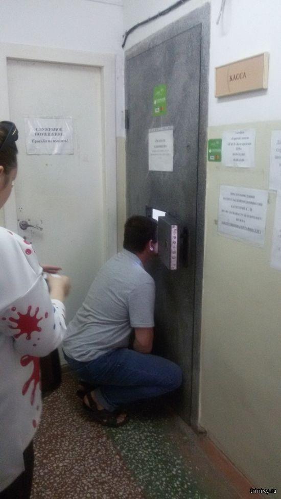 Необычная касса в поликлинике в Белгороде (3 фото)