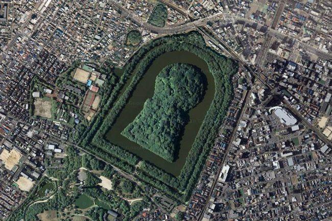 Курган в Осаке - самая большая гробница в мире (4 фото)