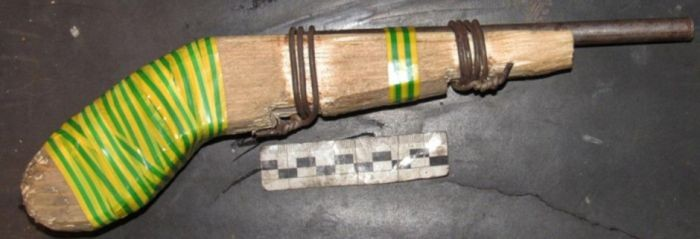 Самодельное огнестрельное оружие, изъятое полицией (14 фото)