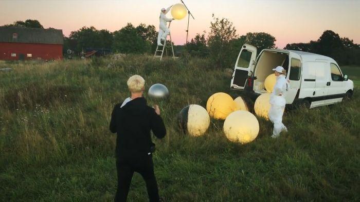 Фотограф Эрик Йоханссон раскрыл секрет своего шедевра Full Moon Service (6 фото)