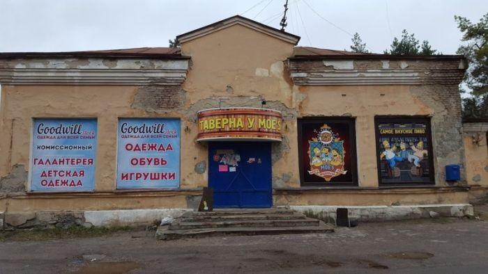 Сомнительные провинциальные бары и кафе (14 фото)