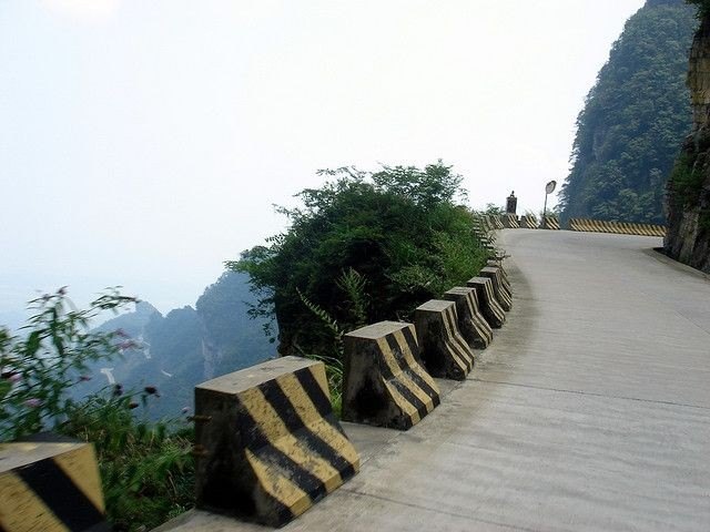 Дорога в небеса на горе Тяньмэнь (7 фото)
