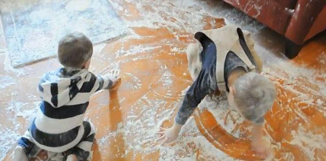 Дети нашли муку (6 фото)