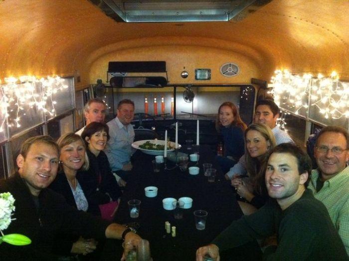 Ресторан в автобусе (11 фото)