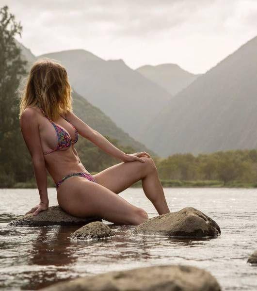 Прекрасные девушки в купальниках (39 фото)