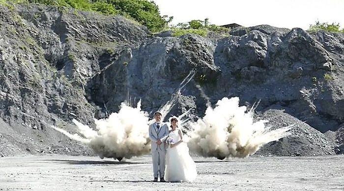 Семейная пара сделала взрывоопасные фото для свадебного альбома (3 фото)