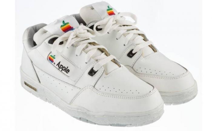 Эти официальные кроссовки Apple — хит на eBay, но вы не поверите, сколько они стоят (2 фото)