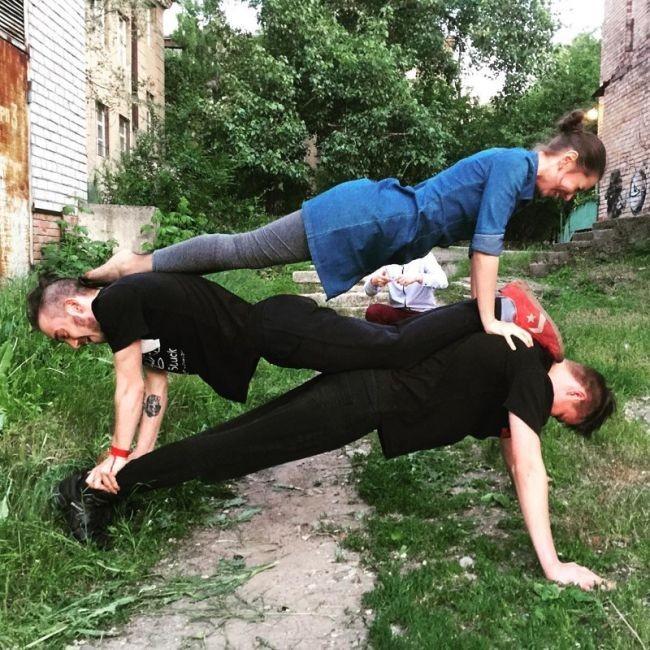 Мужчины, ставшие подкаблучниками (17 фото)