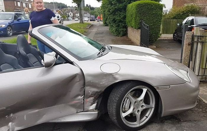Британец спокойно отреагировал на разбитый эксклюзивный спорткар (5 фото)