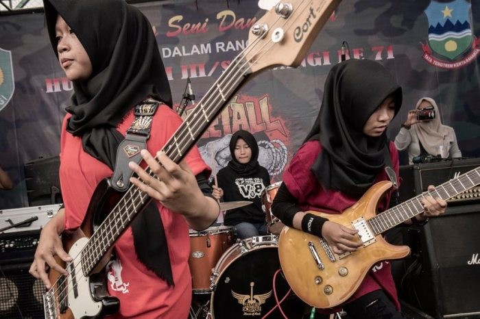 «Voice of Baceprot»: рок по-мусульмански (3 фото)