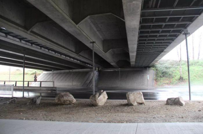 В Тулузе сдается необычная комната под мостом (5 фото)