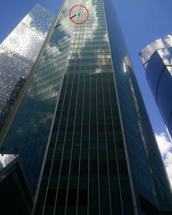 Руфер Сергей Девляшов покорил башню «Евразия» в Москве (3 фото)