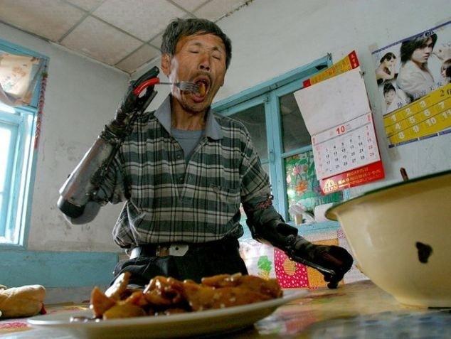 Настоящий киборг из китайской глубинки (5 фото)