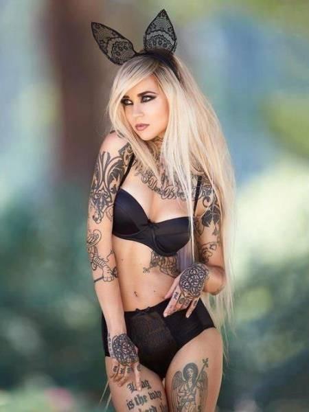 Симпатичные девушки с татуировками (30 фото)