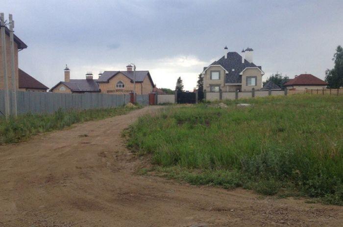 Лозунг на доме жителя Челябинской области (2 фото)