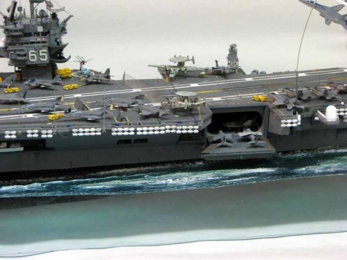 Удивительная модель авианосца (12 фото)
