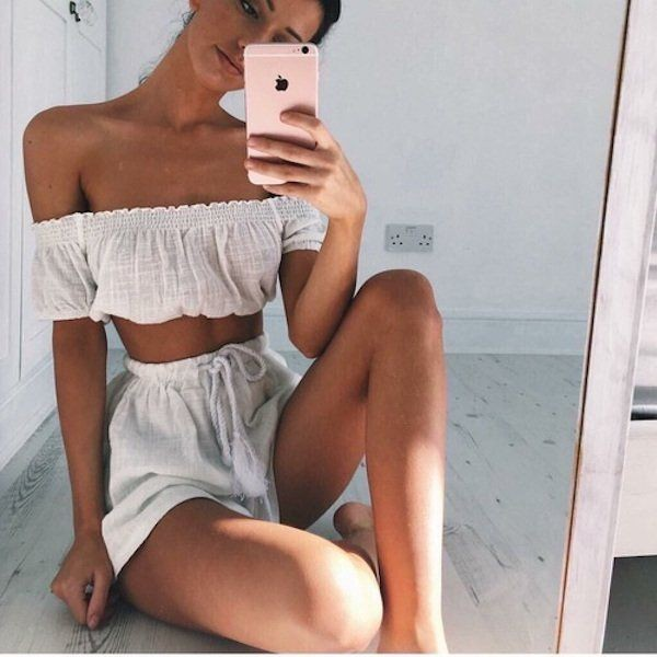 Селфи девушек в зеркале (23 фото)
