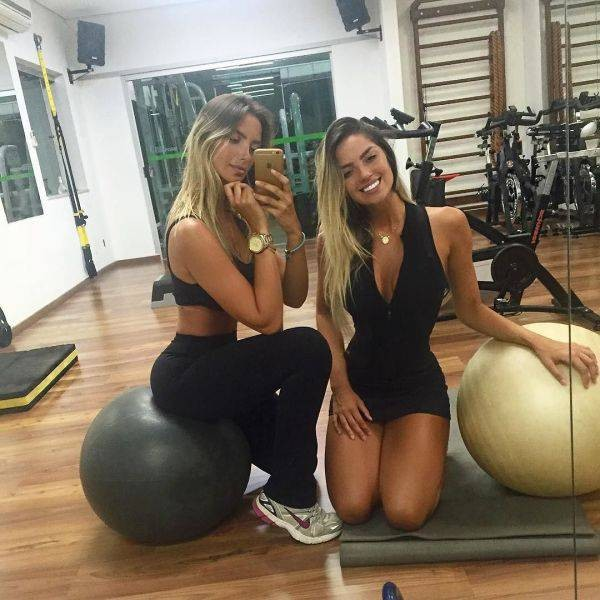 Очаровательные сестры-близняшки Араужо из Бразилии (34 фото)