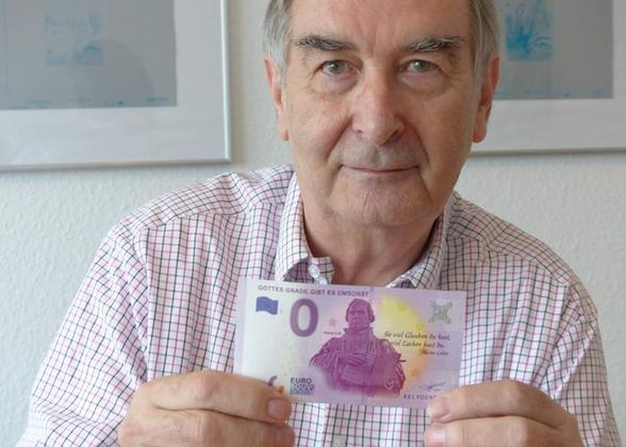 Германия выпустила купюру достоинством ноль евро (3 фото)