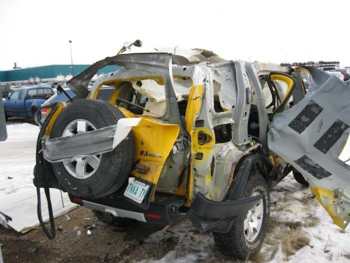 Автомобиль после взрыва балона (7 фото)