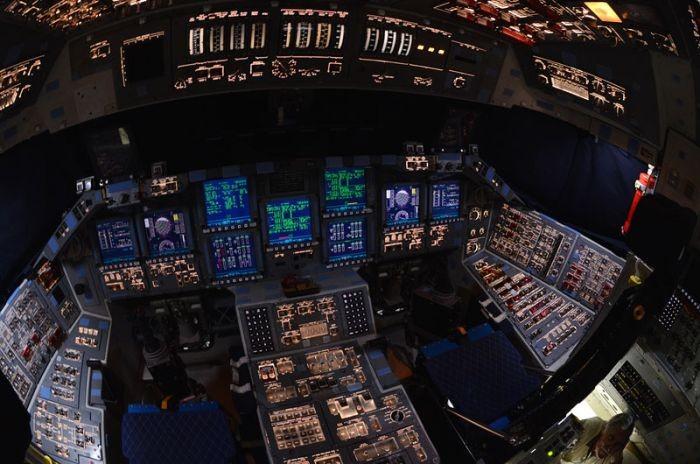 Внутри шаттла Atlantis (12 фото)
