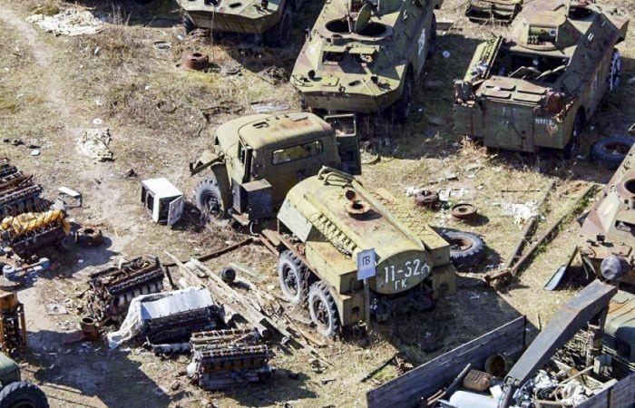Кладбище радиоактивной техники в зоне отчуждения ЧАЭС (14 фото)