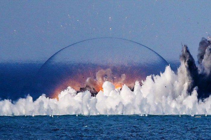 Взрывы термобарических бомб (4 фото)