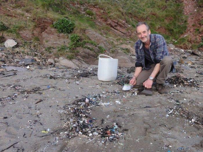 Пластиковый мусор с пляжа в Великобритании (22 фото)