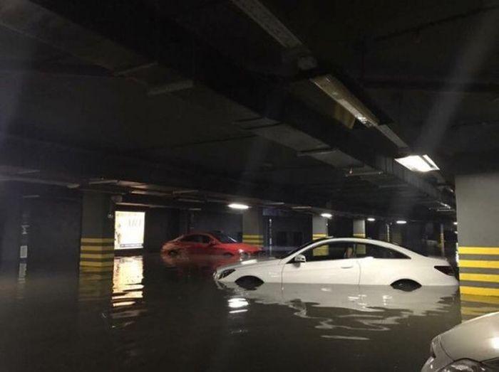 Последствия шторма в Москве для жильцов элитной новостройки (3 фото)