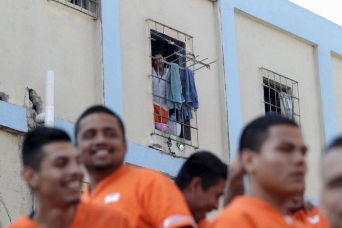 Экскурсия по самой бунтарской тюрьме Мексики (24 фото)
