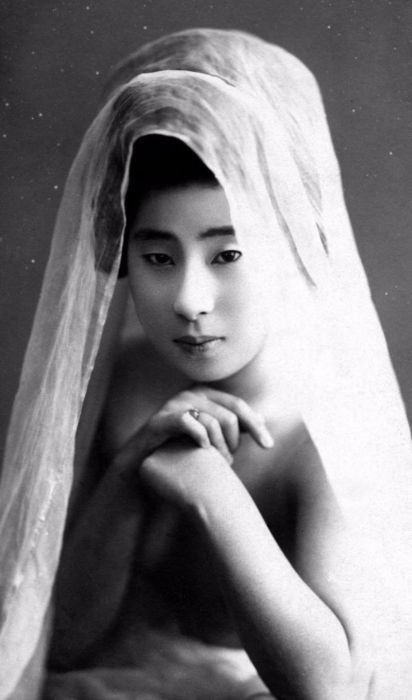 Гейши без кимоно и причесок (15 фото)