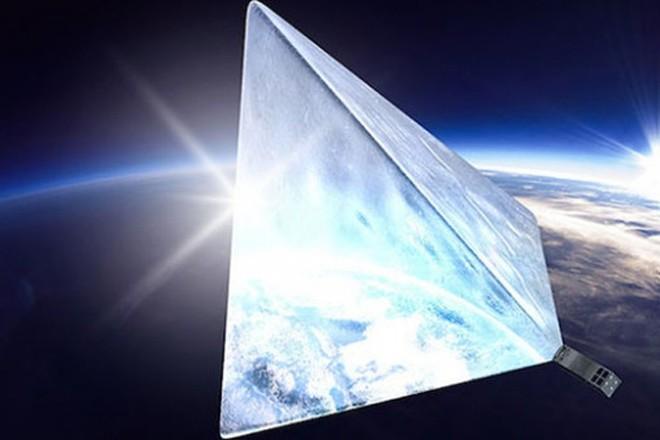 Российский «Маяк» на орбите может привлечь НЛО (3 фото)